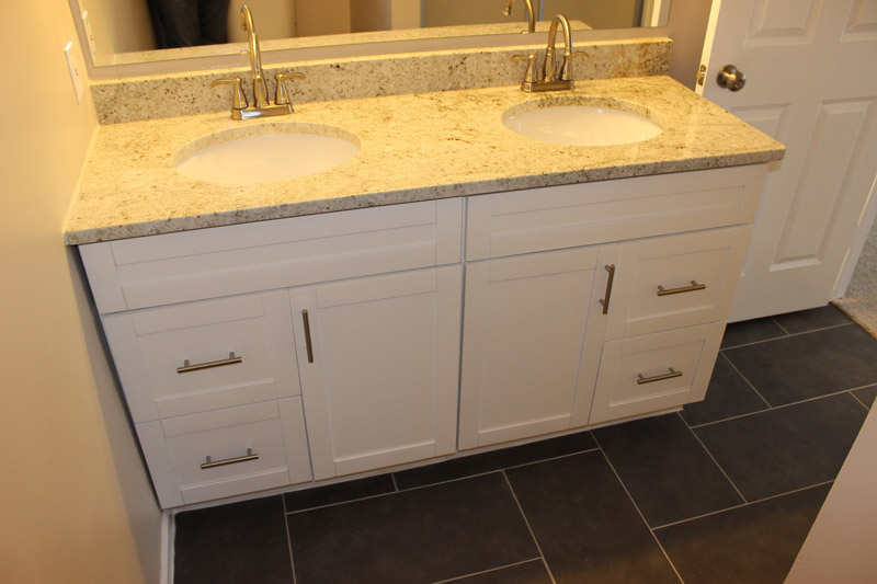 Traditional white shaker bathroom vanities rta kitchen for Bathroom cabinets rta